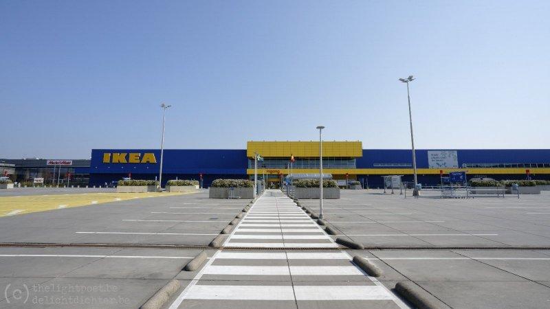 Zaterdagmiddag, de IKEA-parking is ook helemaal leeg...