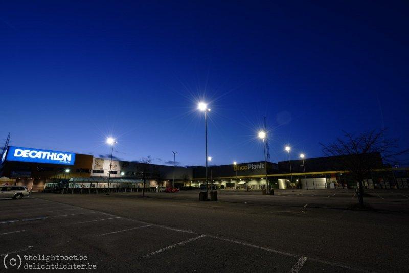 Een lege parking bij Decathlon, Brico Depot (Antwerpen-Luchtbal)